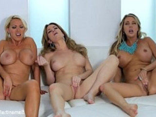 Samantha Saint Lesbian Threesome