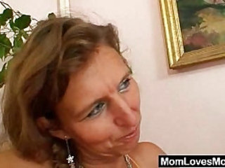 Unshaven amateur mom gets toyed by perverse blond dame