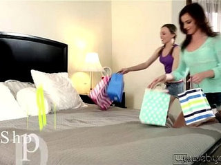Horny lezbo teens Aubrey and Emma make love in bed in sixtynine position